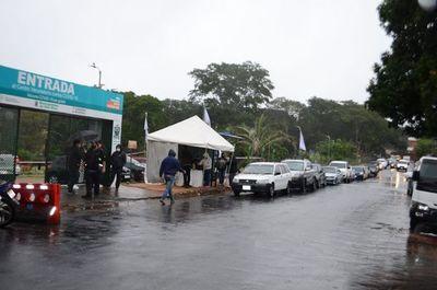 Lluvia no opacó jornada de vacunación en Villa Elisa