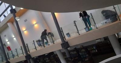 La Nación / Desmienten que la biblioteca del Congreso no tenga el presupuesto para limpieza y mantenimiento