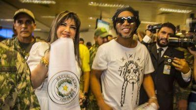 Juez reitera captura contra Dalia López en caso Ronaldinho