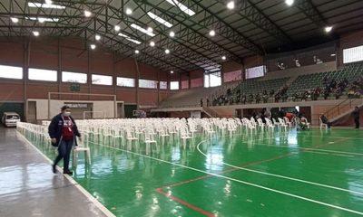 Vacunatorio de CDE funciona en el Polideportivo Municipal