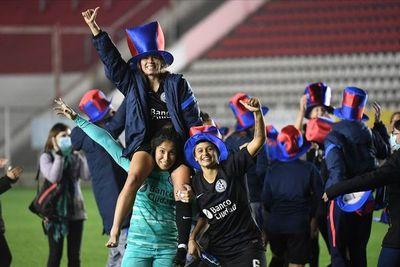 Alicia Bobadilla es campeona con San Lorenzo de Almagro en Argentina