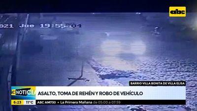 Asalto, toma de rehén y robo de vehículo en Villa Elisa