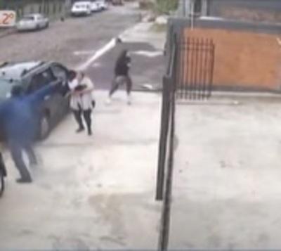 Mujer es atacada por delincuentes para robarle millonaria suma