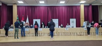 CULMINA EL PAGO DE BECAS A ESTUDIANTES UNIVERSITARIOS BENEFICIADOS CON EL CONVENIO GOBERNACIÓN DE ITAPÚA-EBY