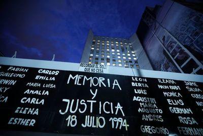 Argentina vuelve a pedir verdad y justicia tras 27 años de atentado a la AMIA