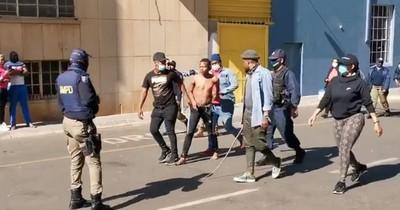La Nación / Balance de víctimas por violencia en Sudáfrica sube a 212 muertos