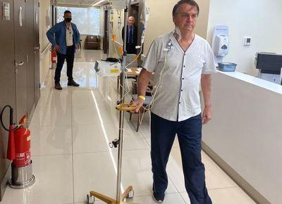 """Bolsonaro dice que """"en breve"""" estará """"de vuelta"""""""