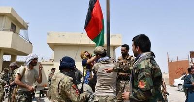La Nación / Forzar la paz o ganar militarmente, doble estrategia de los talibanes en Afganistán