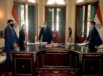 El presidente de Paraguay promulga Ley de modernización de la AFD