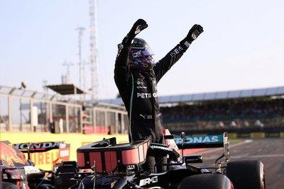 """Hamilton se lleva la primera """"pole sprint"""" en Silverstone"""