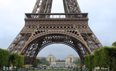 La torre Eiffel vuelve a estar abierta al público luego de más de ocho meses