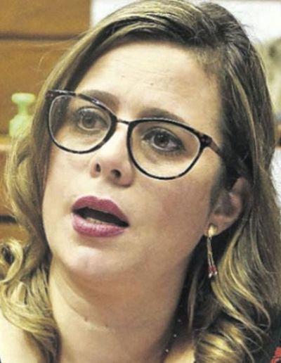 Juez no admite una querella por difamación, planteada contra la diputada Kattya González