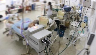 Ocupación en terapia intensiva sigue a tope, pese a disminución de casos