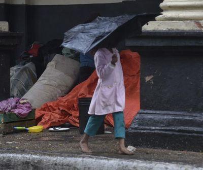 Refugios para indígenas siguen habilitados y buscan proteger a los niños del frío