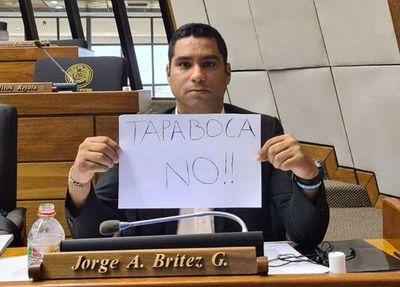 Otra de Jorge Brítez: quiere sancionar a empresas que exijan a sus empleados que se vacunen