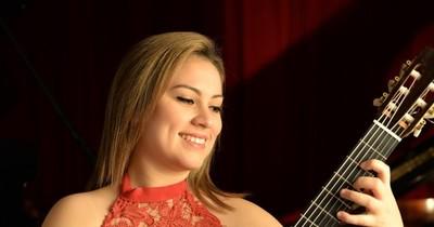 La Nación / La guitarrista encarnacena Angélica Rodríguez triunfa en concurso español
