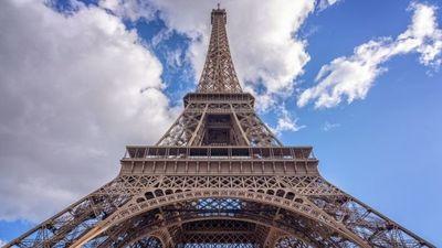 Tras más de ocho meses de cierre, torre Eiffel reabrió este viernes