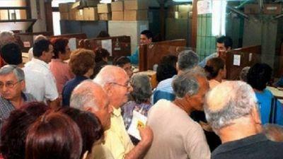 Jubilados están en pie de guerra por ley de emergencia que idea Hacienda
