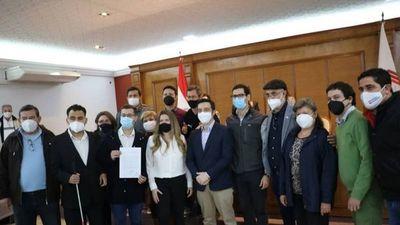 García formalizó su candidatura y se diluye la unidad en Asunción