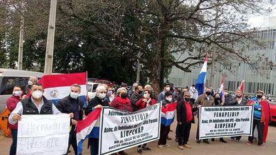 Manifestación frente al Hospital del IPS en Ciudad del Este
