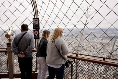 Francia exigirá test de covid de 24 horas a viajeros de varios países europeos, entre ellos España