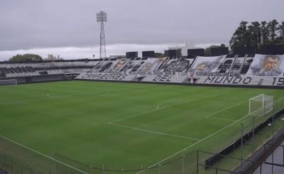 Implementarán plan piloto para retorno de hinchas a los estadios