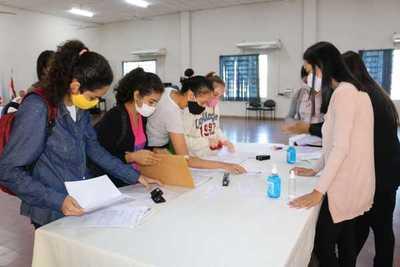 Universitarios de Ñeembucú recibirán primer desembolso en concepto de becas