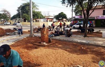 Albañiles exigen cobrar por trabajos en avenida Humaitá •