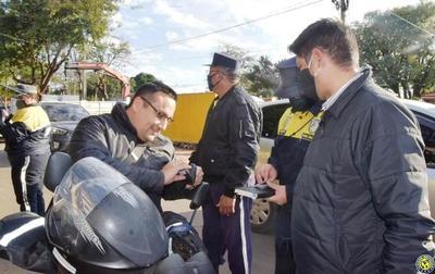 """¡Usá casco! Intendente quiere """"educar"""" a motociclistas luqueños •"""