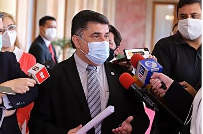 """Otro robo de dosis de vacunas anti Covid, el ministro Borba """"explota"""" y advierte"""
