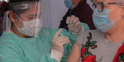 Coronavirus: comienza hoy inmunización a adultos mayores de 75 años