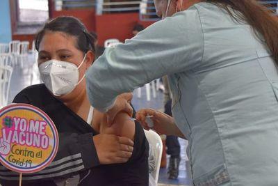 Esperan completar inmunización a embarazadas en Villarrica