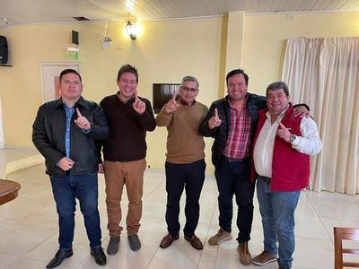 Abrazo republicano tras denuncias de fraude en Villarrica