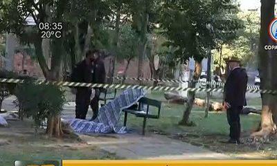 Hallan dos cadáveres en la plaza del barrio Recoleta