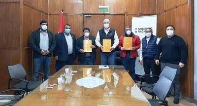 Acuerdan mantenimiento de caminos en el departamento de Alto Paraguay