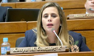 Rechazan querella de empresario contra Kattya González