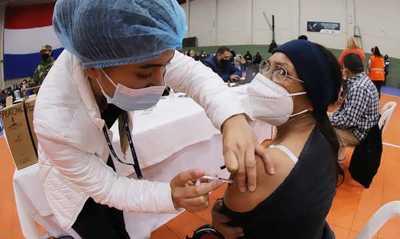 Plan de Vacunación: Salud anuncia que bajará franja etaria para el día miércoles