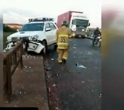 Bache en puente de Paraguarí ocasiona grave accidente