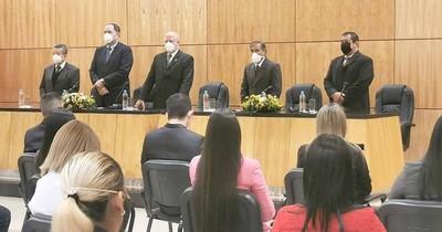 La Nación / Ministros de la Corte tomaron juramento a nuevos abogados en Guairá