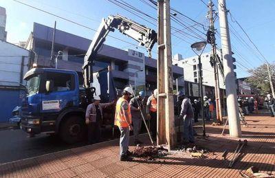 Retiran maraña de cables, ante funcionamiento de líneas subterráneas