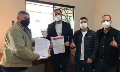 Ulises Quintana inscribe candidatura a la intendencia en CDE