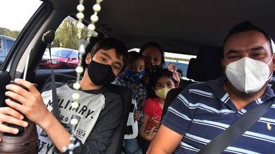 Familias corrieron   en la carrera por la vacunación en  ex Aratirí