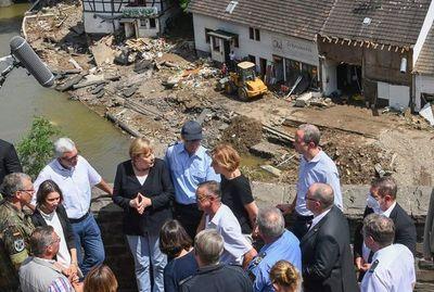 Merkel acude a zona afectada por inundaciones, con un balance de 156 muertos