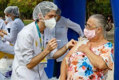 Brasil tiene casi el 16% de la población completamente inmunizada