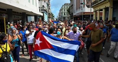 """La Nación / ¿Puede Estados Unidos """"restaurar"""" internet en Cuba?"""