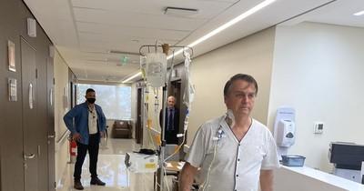La Nación / Bolsonaro recibe alta médica tras padecer obstrucción intestinal
