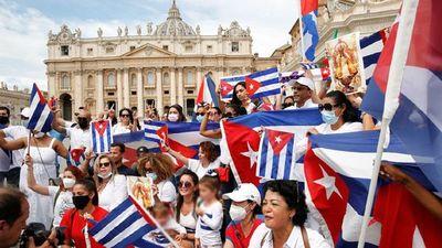 """El Papa llama al """"diálogo y la solidaridad"""" en Cuba"""