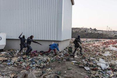 Sudáfrica: suben a 3.407 los detenidos por disturbios y saqueos masivos