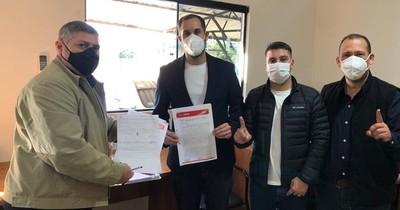 La Nación / ANR inscribió a Ulises Quintana y a su lista de concejales a la intendencia de CDE