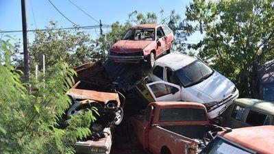 Urgen recurrir a subasta ante la acumulación de vehículos chatarra